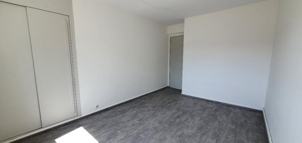 Appartement à louer 5 94.44m2 à Thionville vignette-5