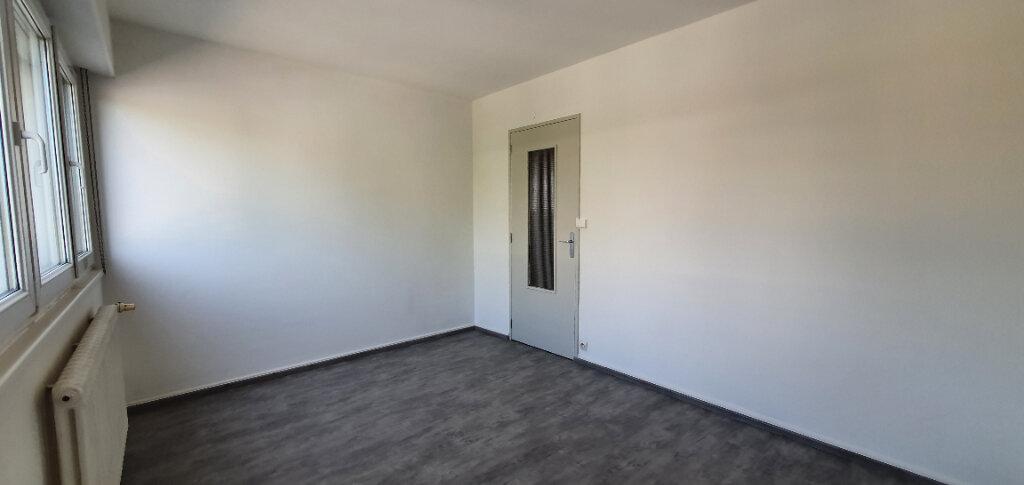Appartement à louer 5 94.44m2 à Thionville vignette-7