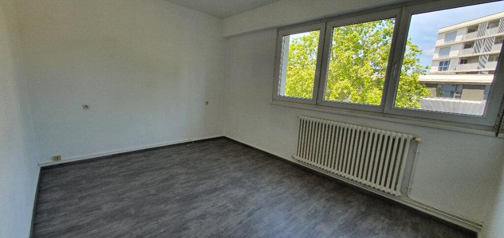 Appartement à louer 5 94.44m2 à Thionville vignette-8