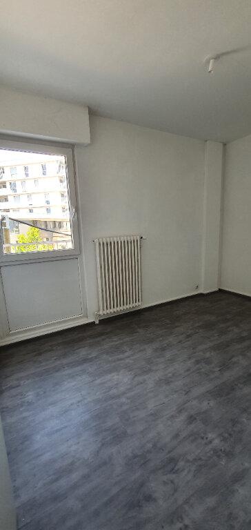 Appartement à louer 5 94.44m2 à Thionville vignette-9