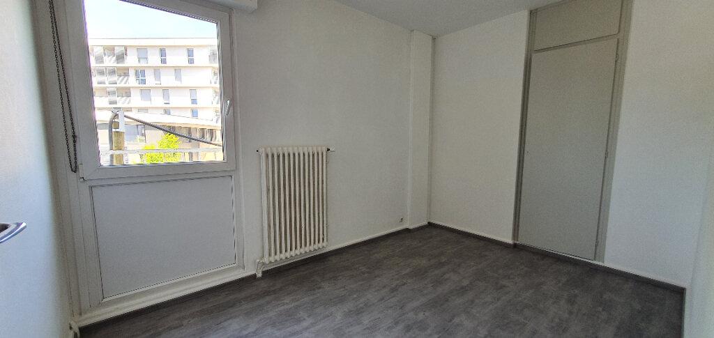 Appartement à louer 5 94.44m2 à Thionville vignette-10