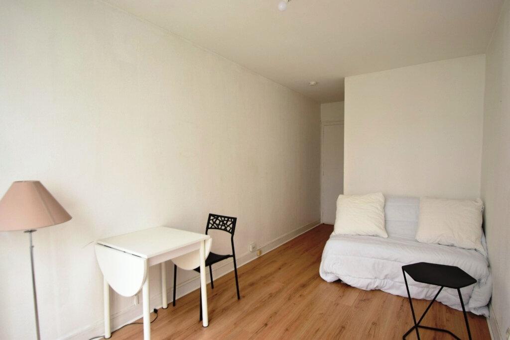 Appartement à louer 1 22.2m2 à Paris 11 vignette-1