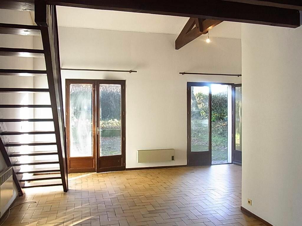 Maison à louer 6 123.31m2 à La Teste-de-Buch vignette-3