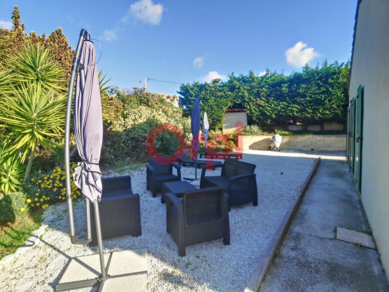 Maison à louer 4 107m2 à Cagnes-sur-Mer vignette-5