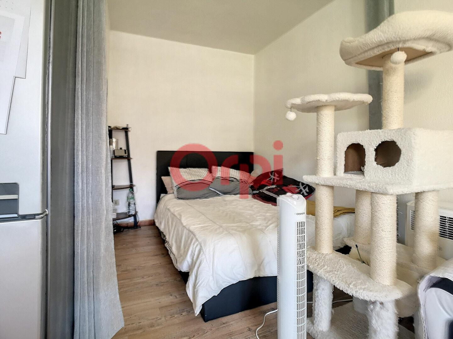 Appartement à louer 1 29m2 à Saint-Laurent-du-Var vignette-3