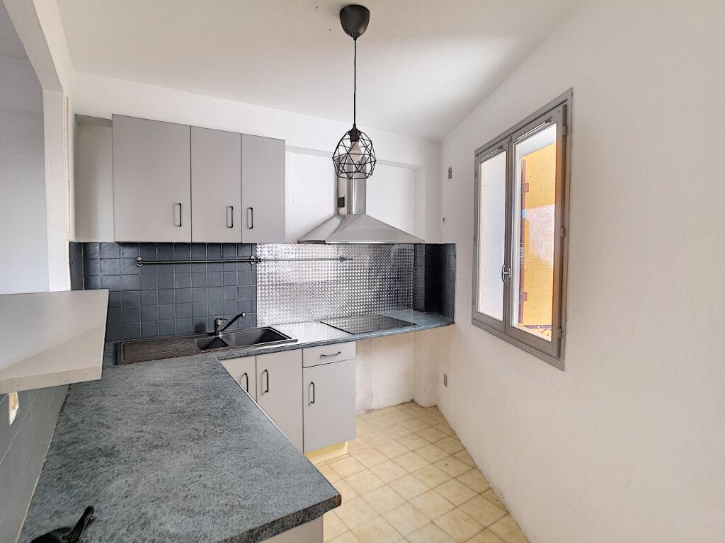 Appartement à louer 4 64.18m2 à Saint-Laurent-du-Var vignette-3