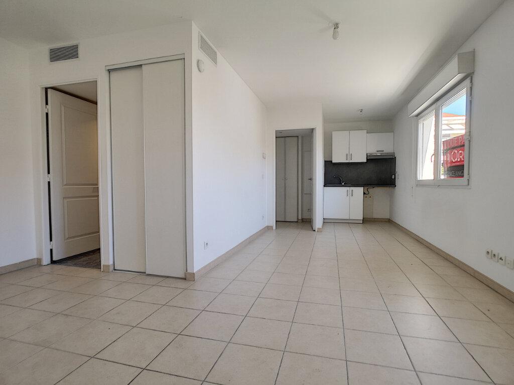 Appartement à louer 1 31.8m2 à Cagnes-sur-Mer vignette-1