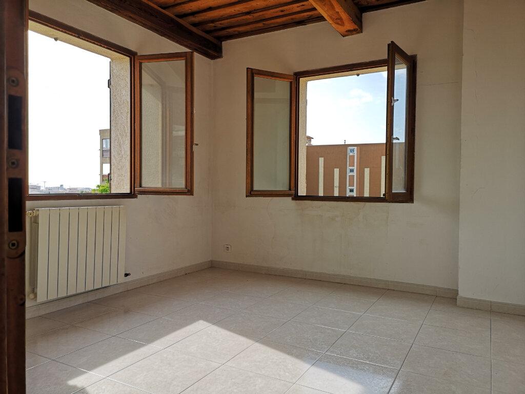 Appartement à louer 3 77m2 à Saint-Laurent-du-Var vignette-5