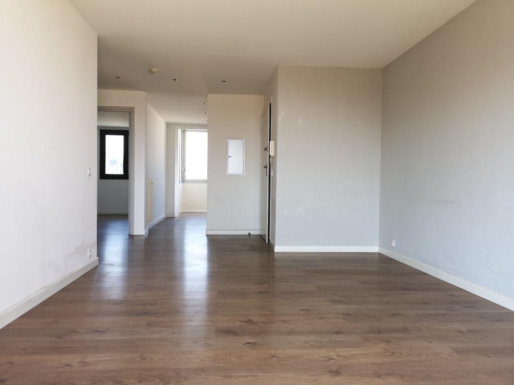 Appartement à louer 3 61.19m2 à Saint-Laurent-du-Var vignette-1