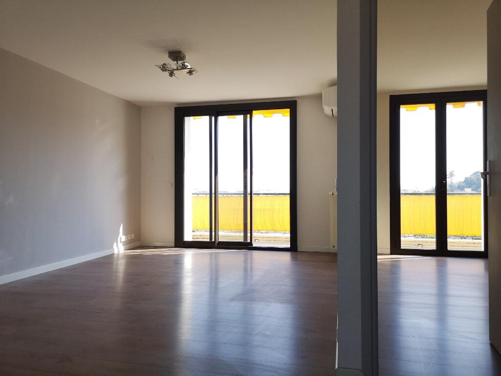 Appartement à louer 3 61.19m2 à Saint-Laurent-du-Var vignette-2