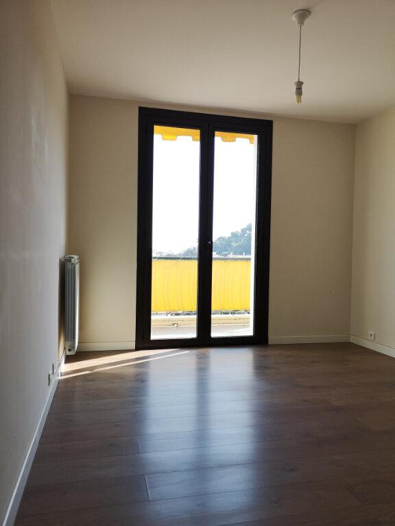 Appartement à louer 3 61.19m2 à Saint-Laurent-du-Var vignette-3