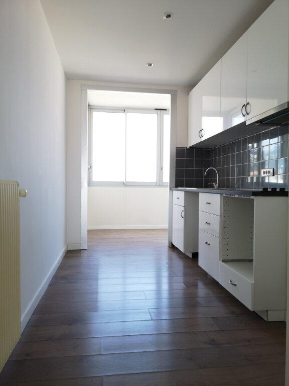 Appartement à louer 3 61.19m2 à Saint-Laurent-du-Var vignette-5