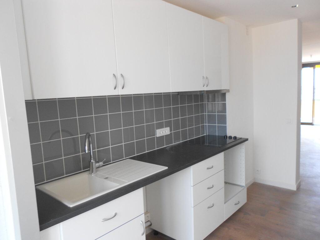 Appartement à louer 3 61.19m2 à Saint-Laurent-du-Var vignette-6