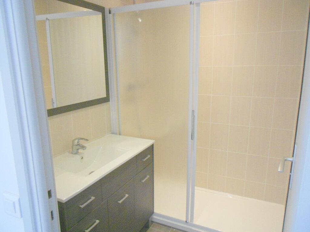 Appartement à louer 3 61.19m2 à Saint-Laurent-du-Var vignette-7