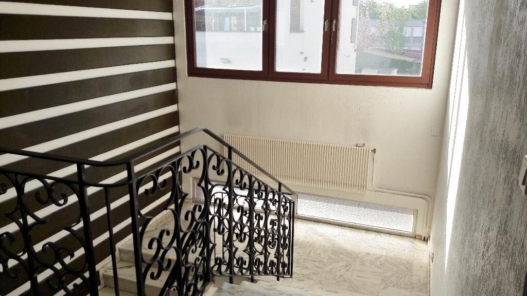 Appartement à louer 6 180m2 à Metz vignette-3