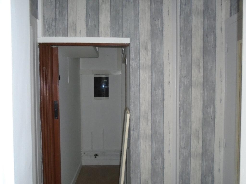 Appartement à louer 4 102m2 à Verdun vignette-3