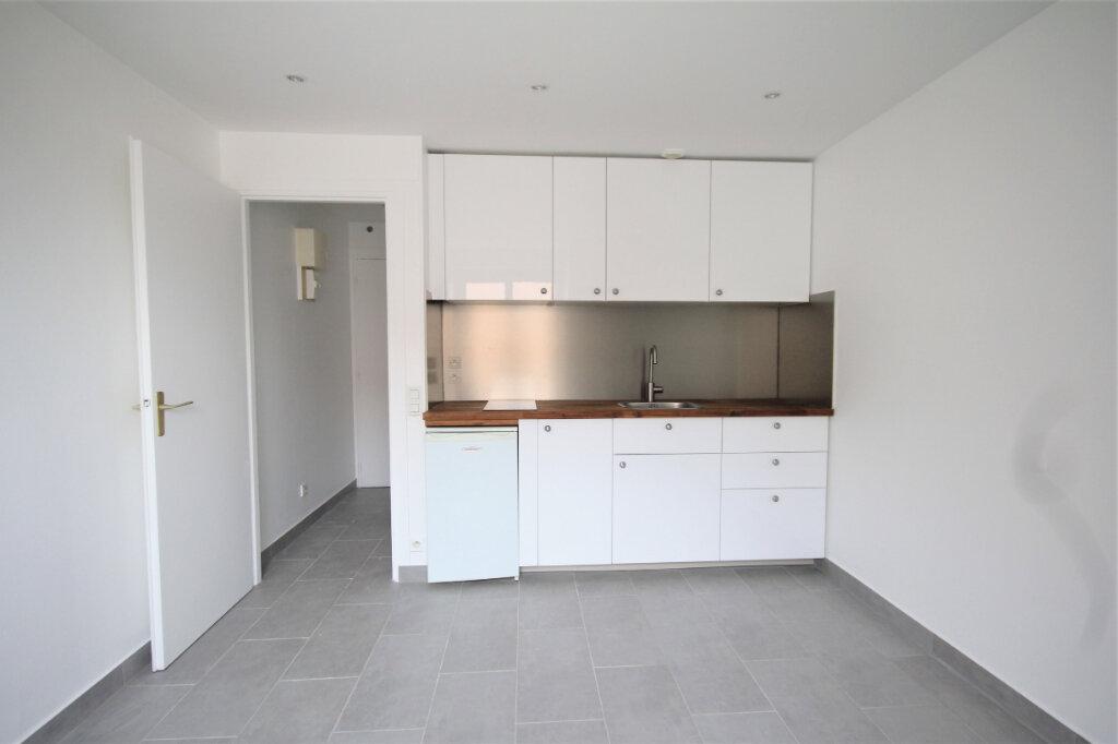 Appartement à louer 1 14.86m2 à Deauville vignette-3