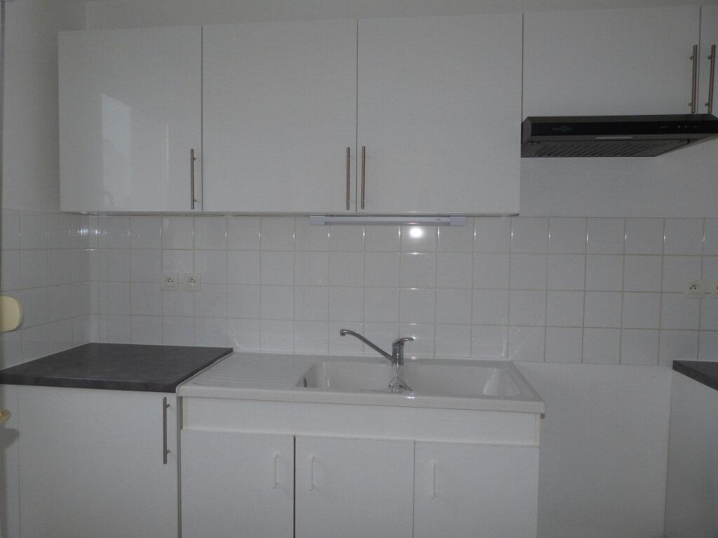 Appartement à louer 3 59m2 à Petit-Couronne vignette-3