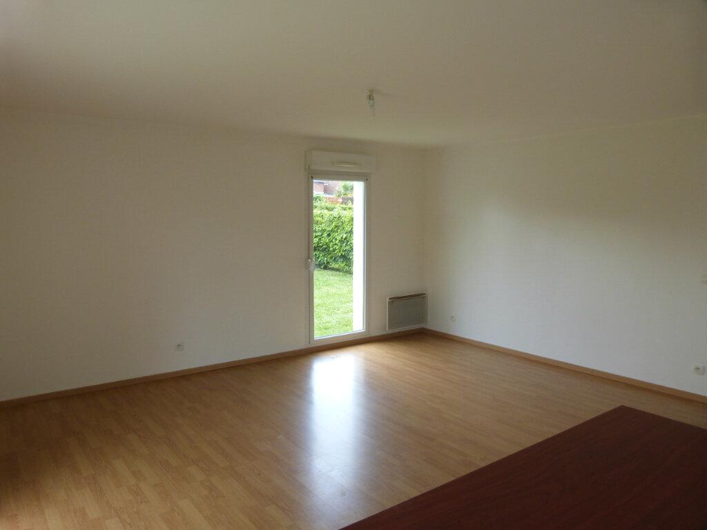 Appartement à louer 3 67.2m2 à Le Petit-Quevilly vignette-3