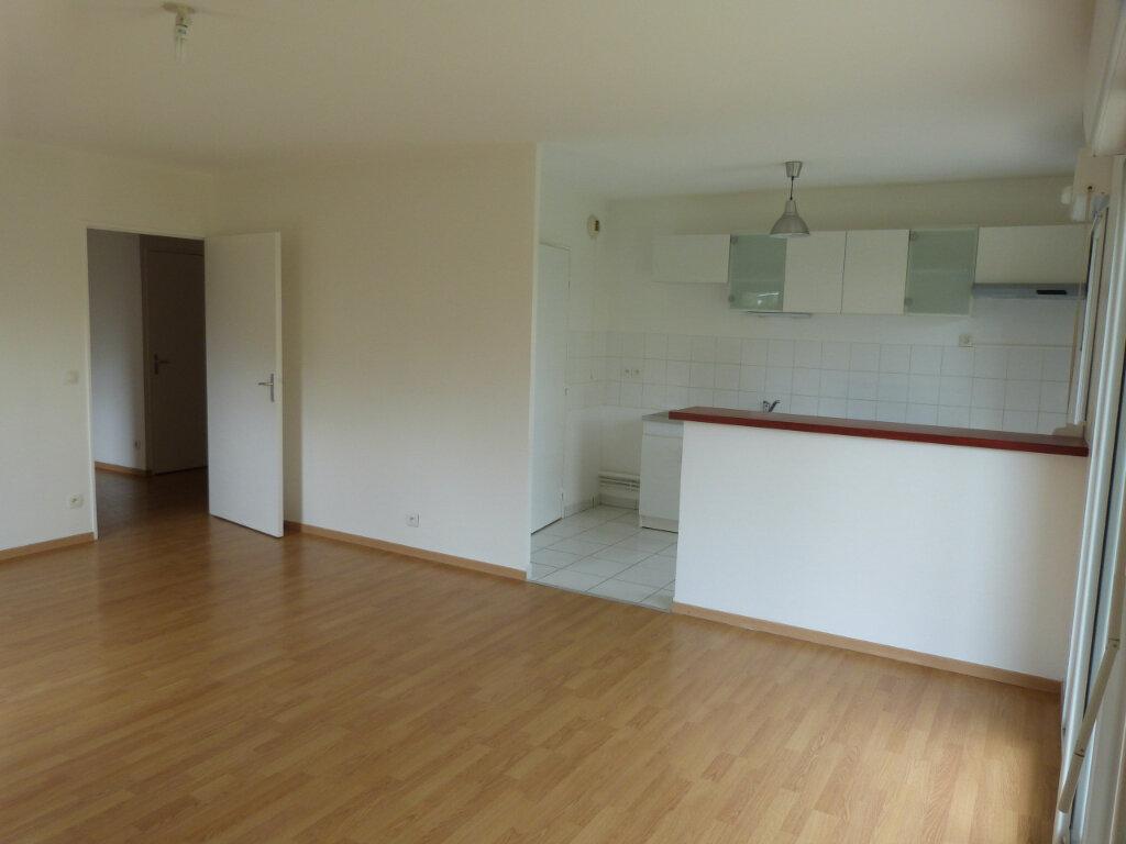 Appartement à louer 3 67.2m2 à Le Petit-Quevilly vignette-4