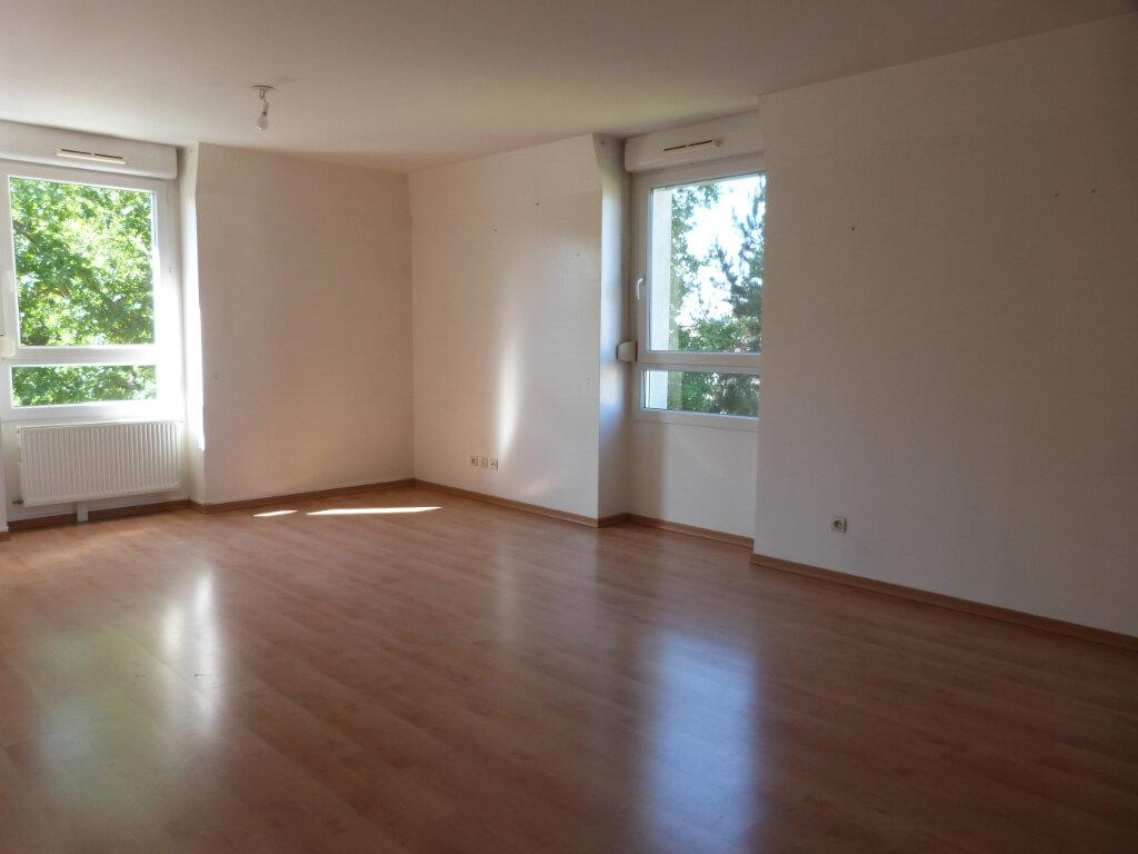 Appartement à louer 3 71.29m2 à Petit-Couronne vignette-2