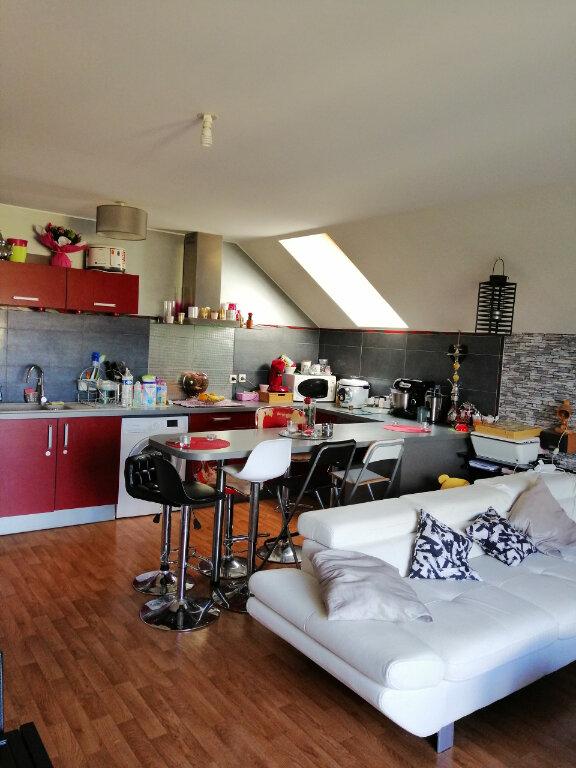 Appartement à louer 3 59.85m2 à Saint-Étienne-du-Rouvray vignette-1