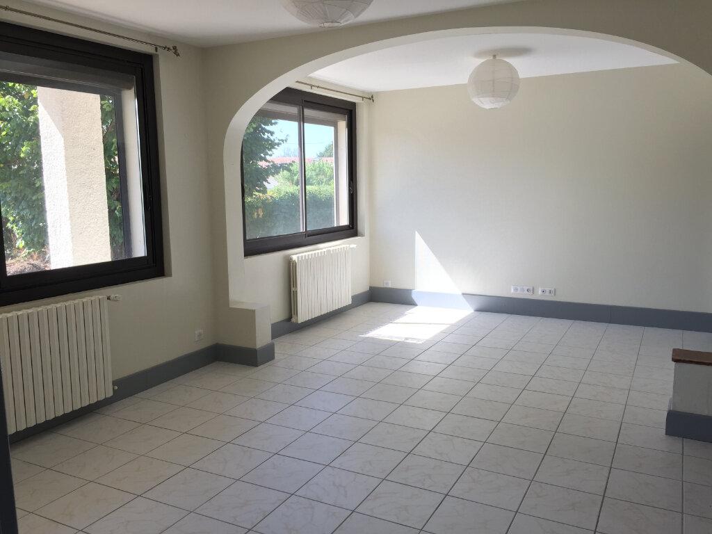 Appartement à louer 4 80.05m2 à Saint-Étienne-de-Tulmont vignette-1
