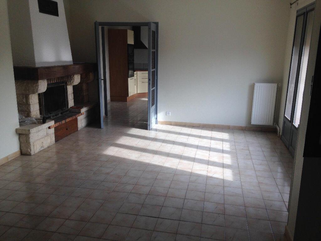 Appartement à louer 4 82.75m2 à Saint-Étienne-de-Tulmont vignette-2