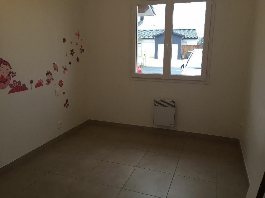 Maison à louer 4 100m2 à Léojac vignette-3