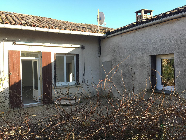 Maison à louer 4 104m2 à Génébrières vignette-1