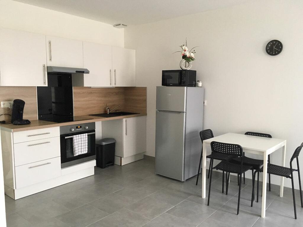 Appartement à louer 2 44.2m2 à Ingré vignette-3