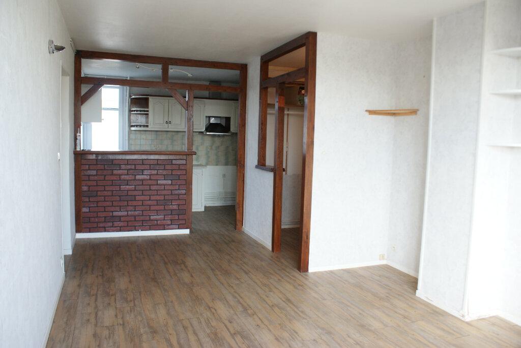Appartement à louer 4 66.35m2 à Saint-Jean-de-la-Ruelle vignette-2