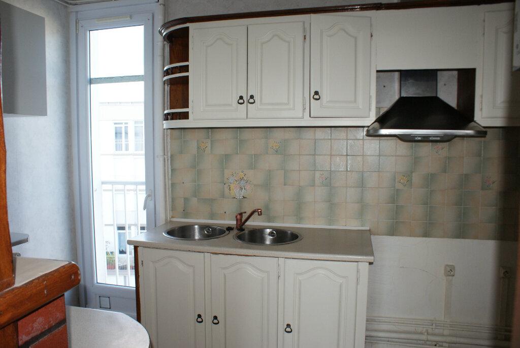 Appartement à louer 4 66.35m2 à Saint-Jean-de-la-Ruelle vignette-3