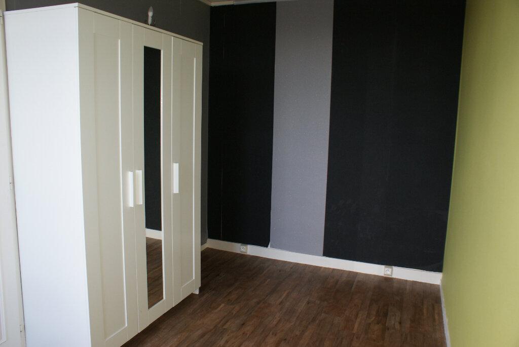 Appartement à louer 4 66.35m2 à Saint-Jean-de-la-Ruelle vignette-4