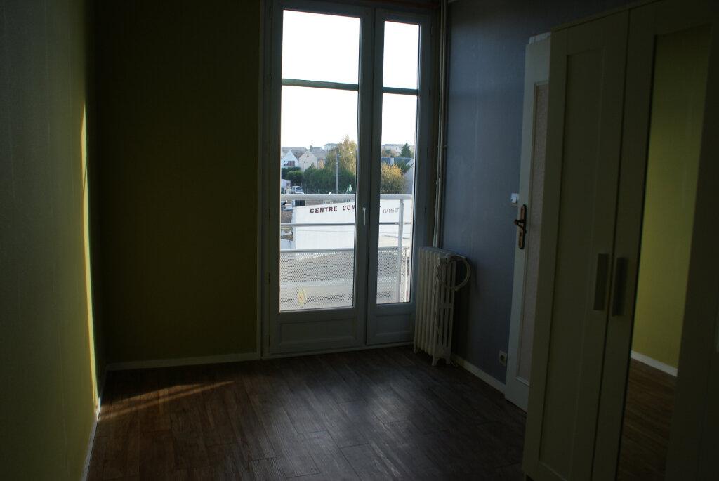 Appartement à louer 4 66.35m2 à Saint-Jean-de-la-Ruelle vignette-5