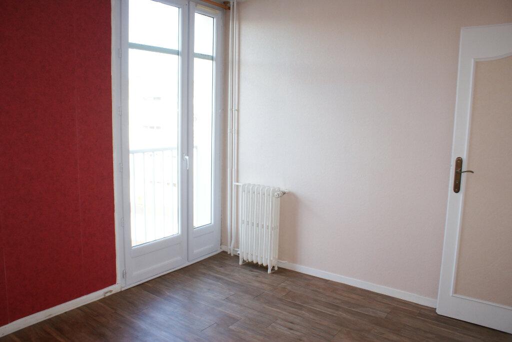 Appartement à louer 4 66.35m2 à Saint-Jean-de-la-Ruelle vignette-7