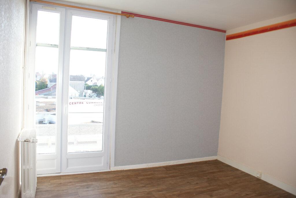 Appartement à louer 4 66.35m2 à Saint-Jean-de-la-Ruelle vignette-8