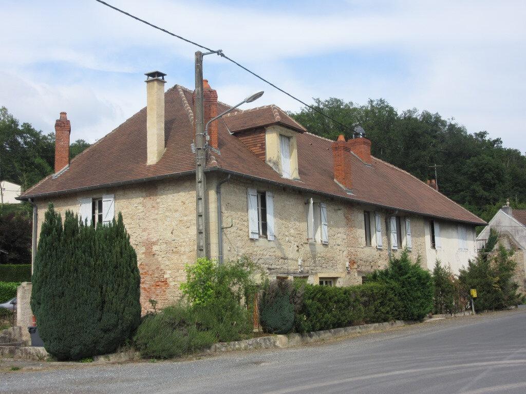 Immeuble à vendre 0 370m2 à Le Lardin-Saint-Lazare vignette-1