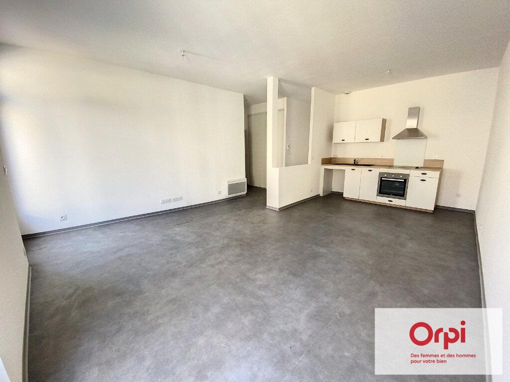 Appartement à vendre 3 69m2 à Terrasson-Lavilledieu vignette-1