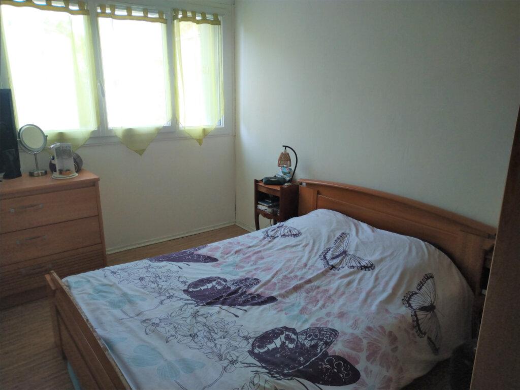 Appartement à vendre 4 83.68m2 à Les Ulis vignette-4