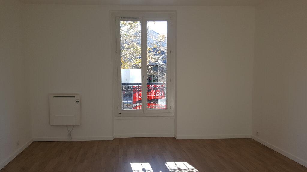 Maison à louer 5 113.21m2 à Chessy vignette-6