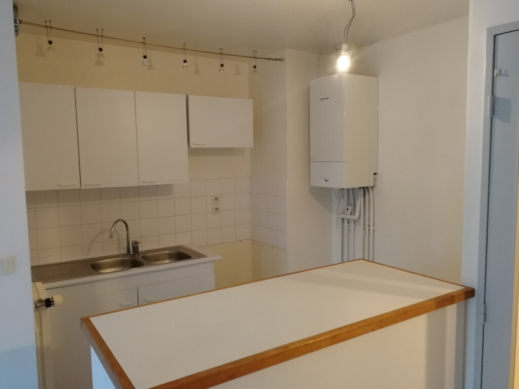 Appartement à louer 3 57.46m2 à Vendôme vignette-3