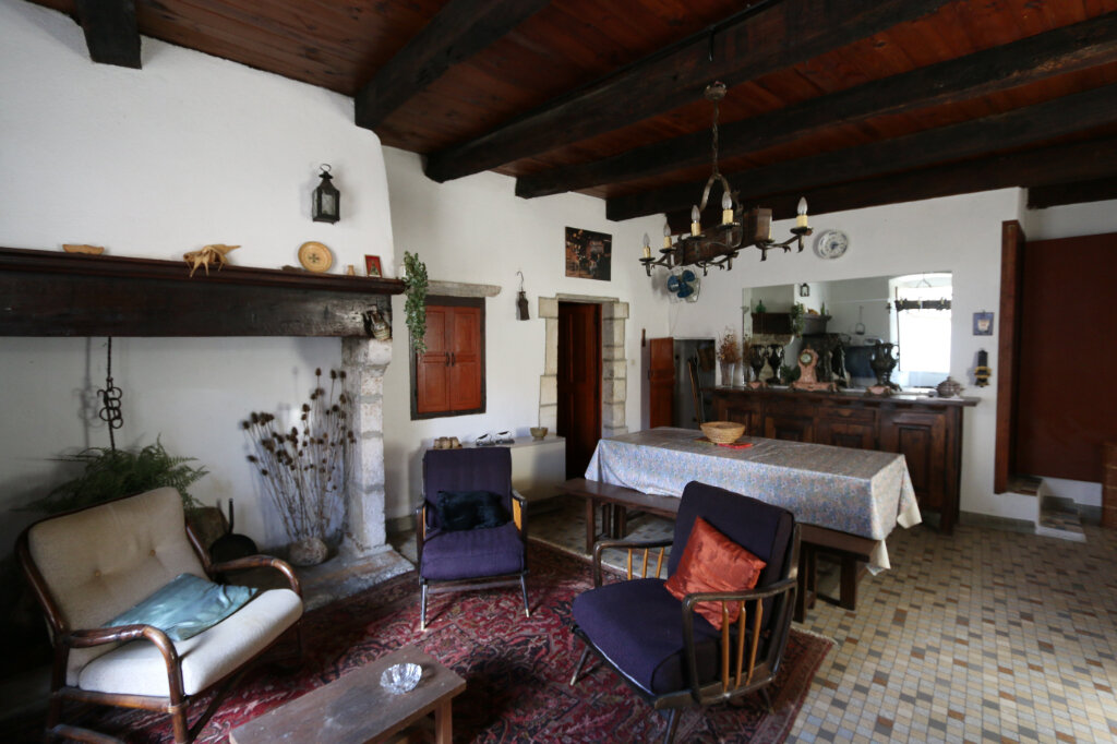 Maison à vendre 4 105m2 à Vallon-Pont-d'Arc vignette-2