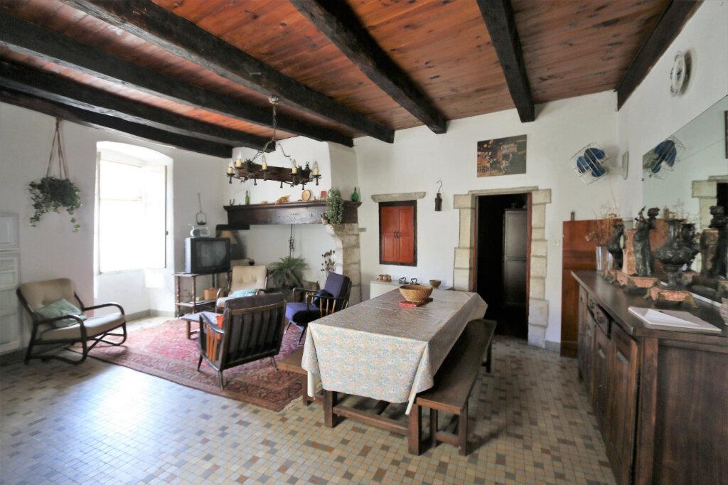 Maison à vendre 4 105m2 à Vallon-Pont-d'Arc vignette-3