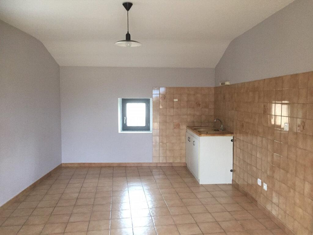 Appartement à louer 3 72m2 à Vallon-Pont-d'Arc vignette-1