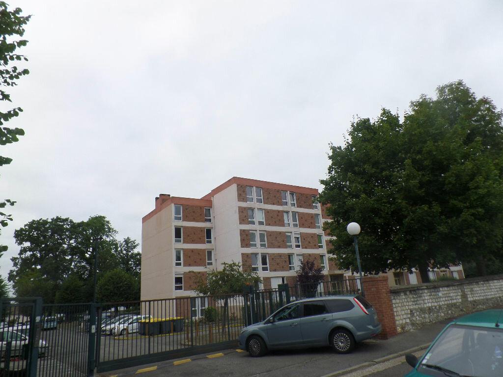 Appartement à louer 4 66m2 à Saint-Pierre-lès-Elbeuf vignette-1