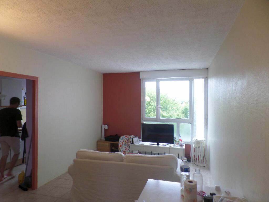 Appartement à louer 4 66m2 à Saint-Pierre-lès-Elbeuf vignette-3