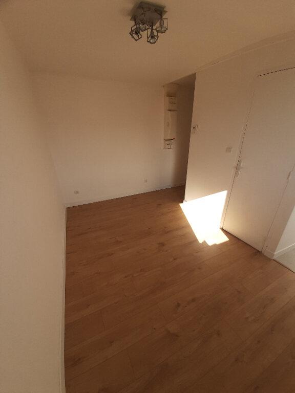Appartement à louer 2 33.42m2 à Sotteville-lès-Rouen vignette-3