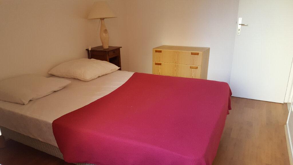Appartement à louer 2 40m2 à Elbeuf vignette-3