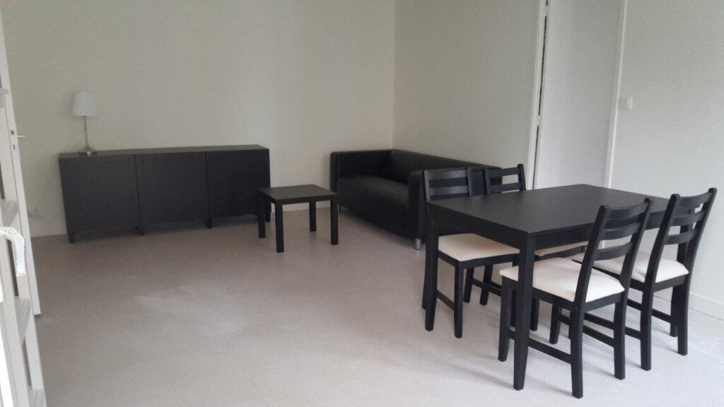 Appartement à louer 3 46m2 à Elbeuf vignette-2